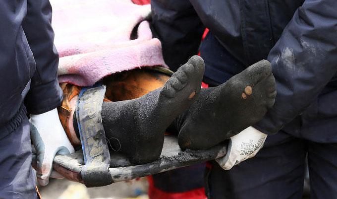 madencinin-yirtik-çoraplari-soma-maden-kazasi